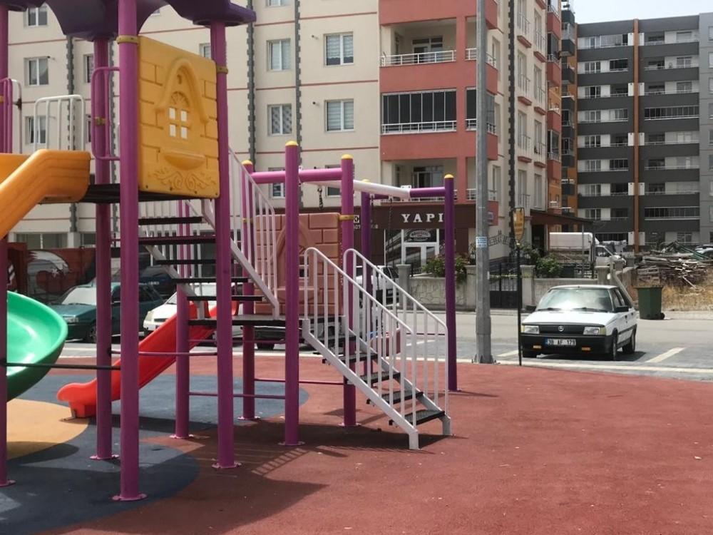 Parkta oynayan çocukta korona virüs çıkınca bina karantinaya alındı
