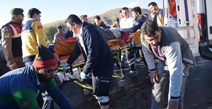 Patates toplayan işçileri taşıyan minibüs dereye uçtu: 12 kişi yaralı