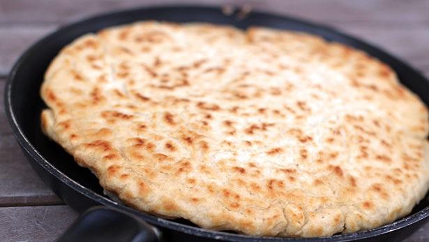 Pazar kahvaltısına mayasız ekmek nasıl yapılır? Tavada ekmek tarifi