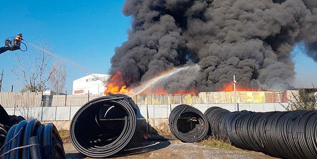 Pendik'te plastik geri dönüşüm tesisinde korkutan yangın