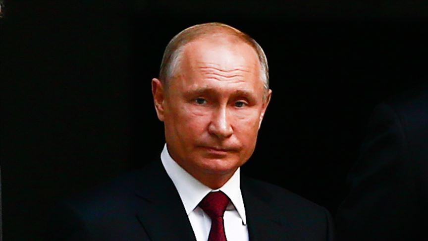 Petrol krizi ve salgın Putin'e desteği azalttı