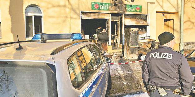 PKK Avrupa'da 21 camiyi yaktı!