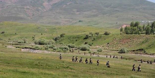 Teröristler silah zoruyla köy boşaltıyor!
