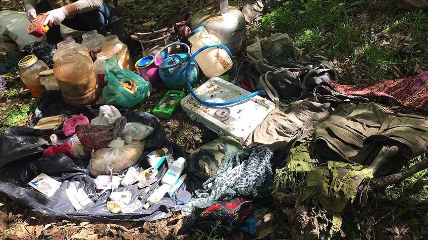 PKK'lı teröristlerce kullanılan sığınakta ilk yardım malzemeleri ele geçirildi