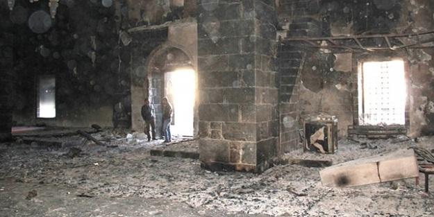PKK'lılar saldırdıkları camilerde tarihi çini ve şamdanları çaldı