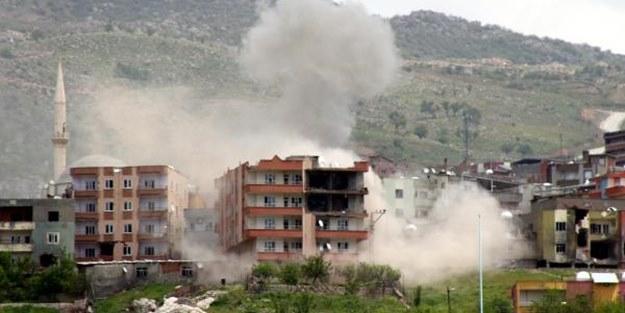 PKK'lıların bulunduğu bina yerle bir edildi