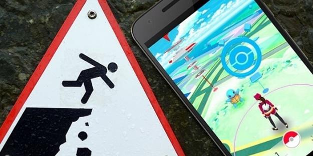 Pokemon ararken uçurumdan düştüler!
