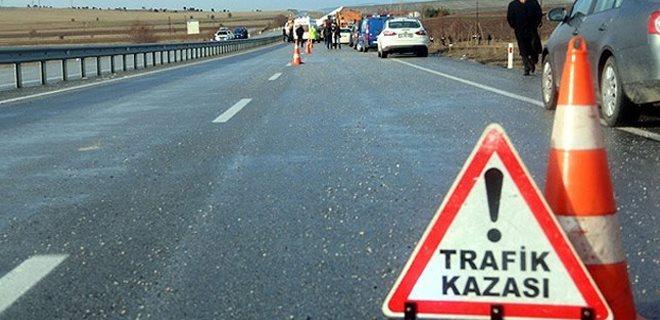 Polis aracına çarptı: 3 ölü