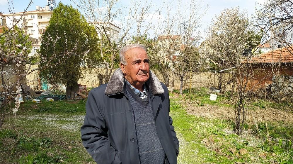 Polis evden çıkamayan yaşlı adamın pazar ihtiyacını karşıladı
