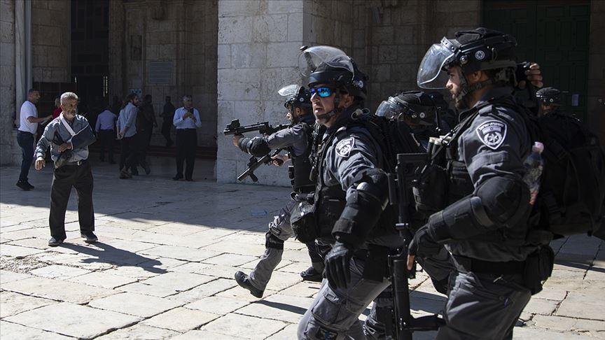 Polis koruması altında Fanatik Yahudilerden Mescid-i Aksa'ya baskın