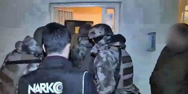 Polisi gören torbacı, 2'nci kattan atladı