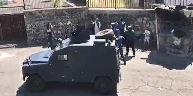 Polisten kritik müdahale! Çocuklarını bıçakla rehin alan gözü dönmüş baba dehşet saçtı