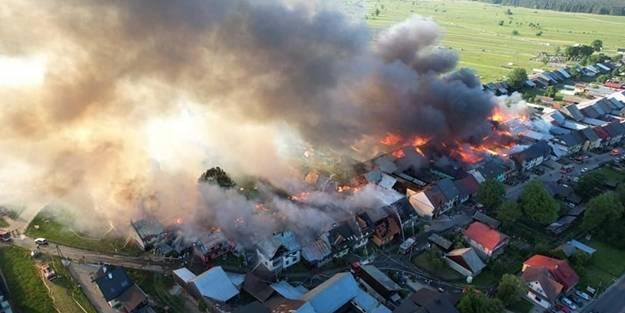 Polonya'da dehşete uğratan yangın: 47 ev alevlere teslim oldu