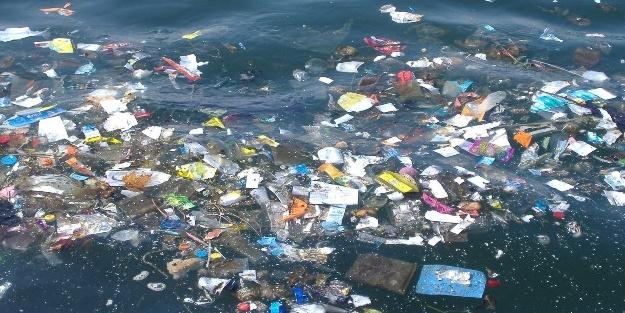 Poşetlerle Denizler De Insanlık Da ölüyor