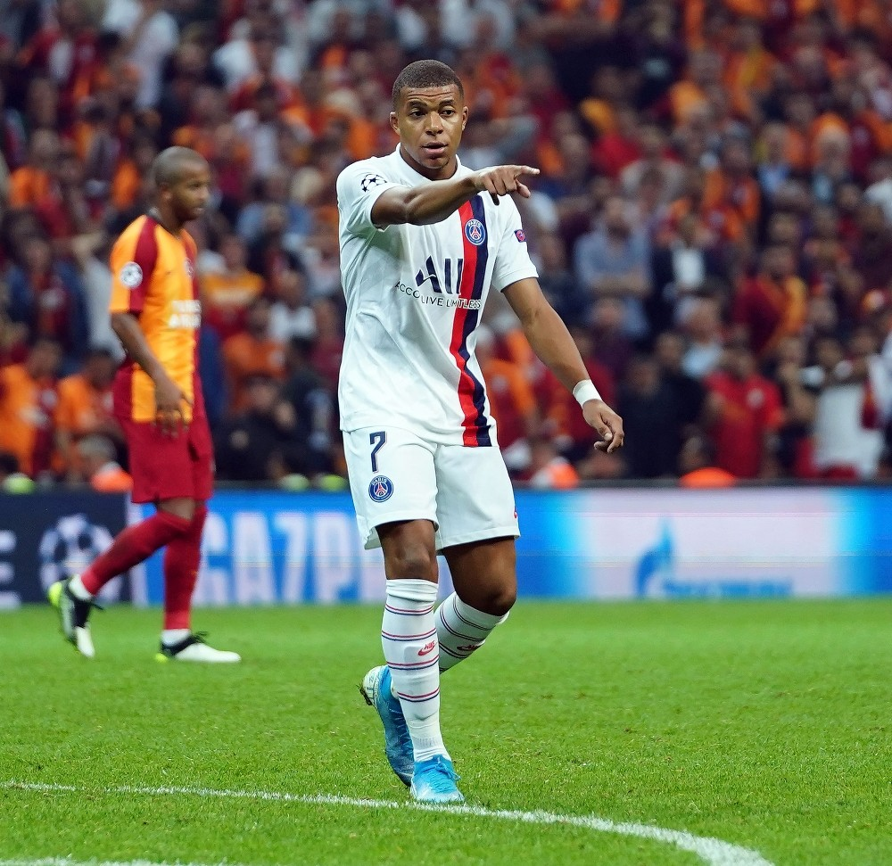 PSG'den, Mbappe'ye yeni sözleşme