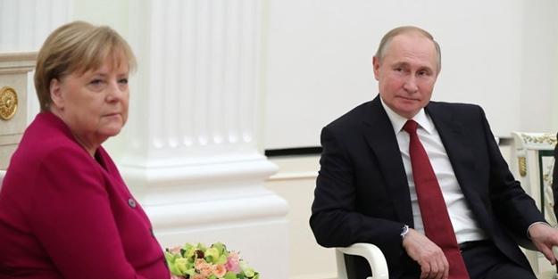 Putin, Merkel ile görüştü! Konular dikkat çekti