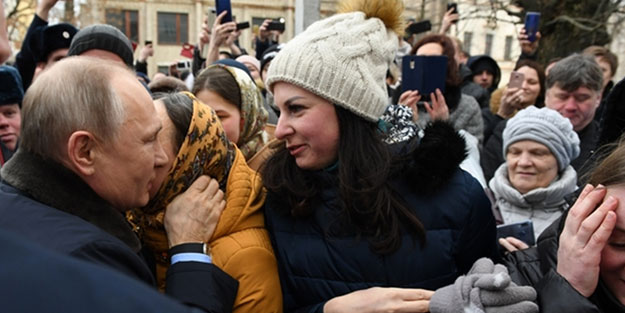 Putin'e Rus kadından görülmemiş teklif! Neye uğradığını şaşırdı