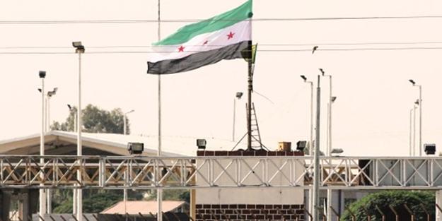 PKK uzantısı PYD, parasızlıktan ÖSO bayrağı çekmiş
