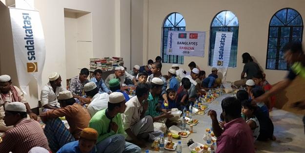Ramazan'da Arakanlılar sevince boğuldu