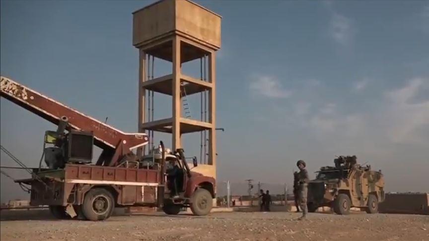 Rasulayn'da elektriksiz köye jeneratörün kurulumunu Mehmetçik yaptı