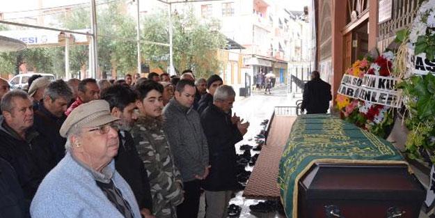 RAYLARA DÜŞEN ALMAN'I KURTARIRKEN ÖLEN TÜRK GENCİ, TOPRAĞA VERİLDİ
