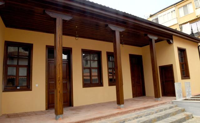 Restore edilen tarihi bina Millet Kıraathanesi oldu