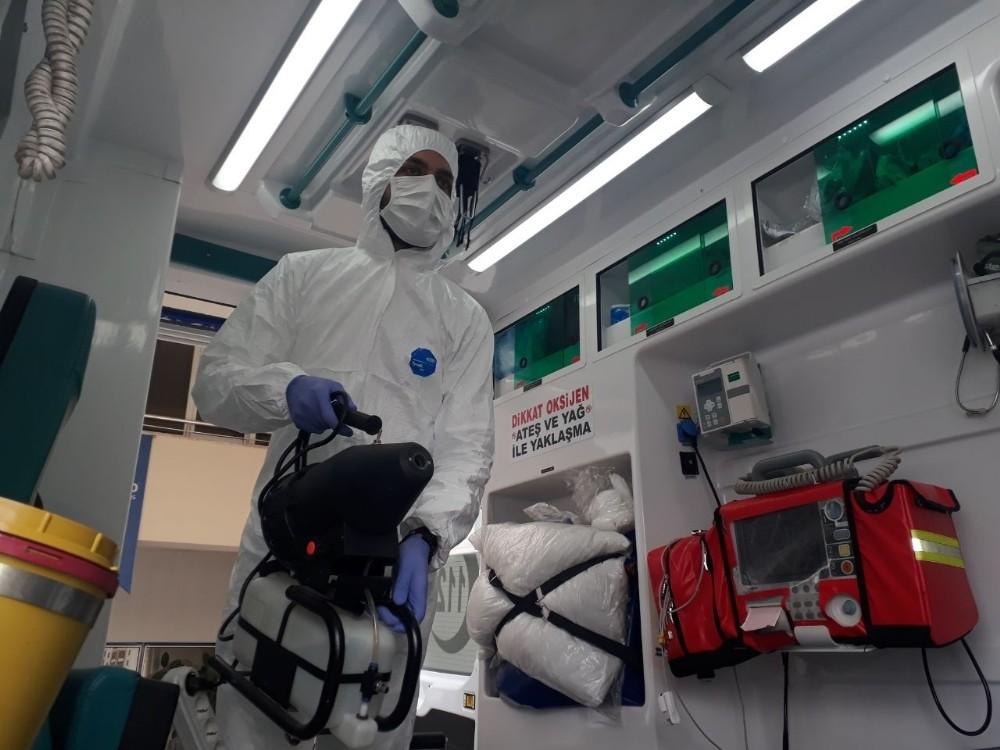 Riskli hasta taşıyan ambulanslar dezenfekte ediliyor