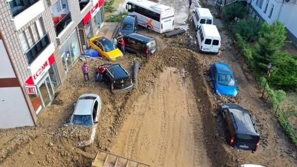 Rize son durum | Rize'de kaç ev hasar aldı hangi evler boşaltılacak?