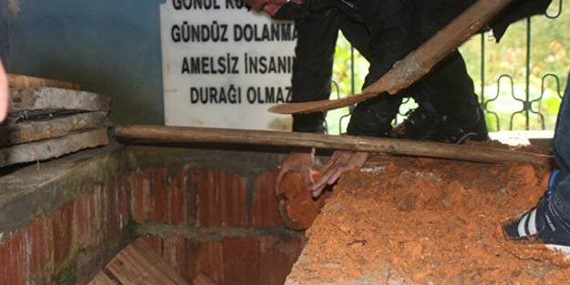 Rizeli inşaat ustası 32 yıl önce kazdığı mezara defnedildi