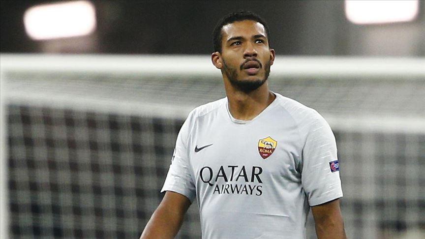 Romalı futbolcuya kendi taraftarından ırkçı saldırı oldu