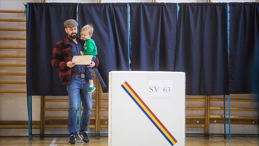 Romanya cumhurbaşkanını seçmek için sandık başında