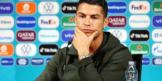 Ronaldo o kola markasını masasından kaldırdı! 'Su için' mesajı verdi