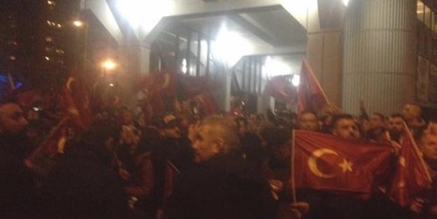 Rotterdam'da Türkler ayakta!