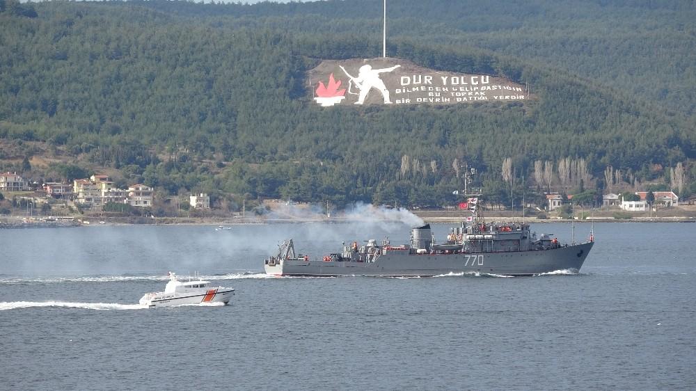 Rus askeri gemileri Çanakkale Boğazı'ndan peş peşe geçti
