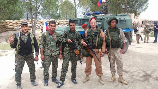 Rus askerler YPG'lilerle kol kola!