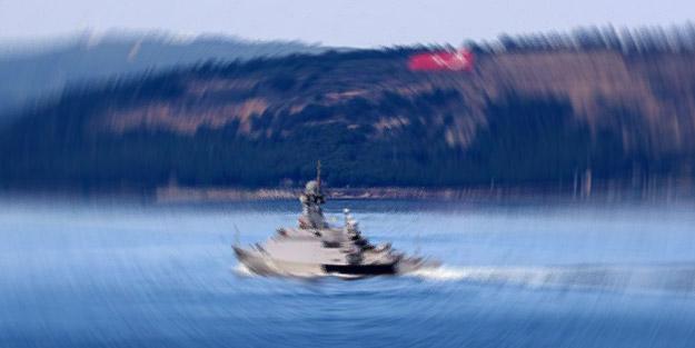 Rus donanmasına ait askeri gemi Çanakkale Boğazı'ndan geçti