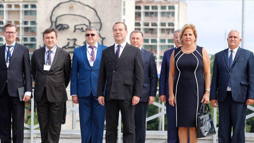 Rusya Başbakanı Medvedev Küba'ya destek ziyareti yaptı