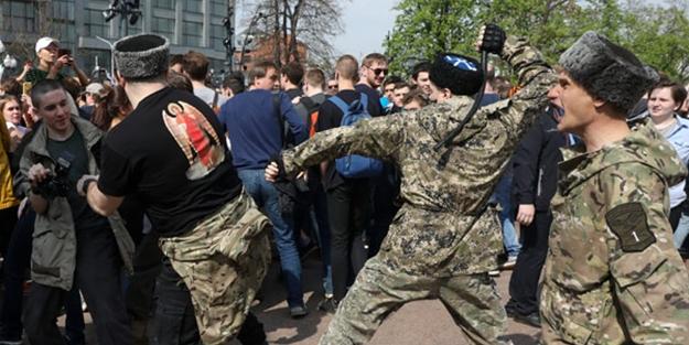 Rusya karıştı! Aynı anda yüzlerce kişi gözaltına alındı
