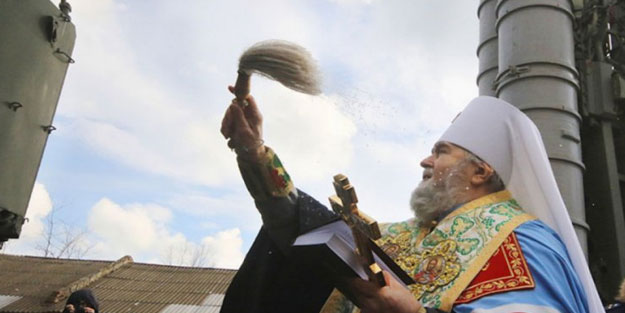 Rusya'da papazlarda korona virüs çıktı! Kiliseye gidenler uyarıldı