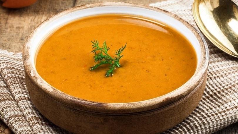 Sade Kırmızı mercimek çorbası nasıl yapılır? Mercimek çorbası tarifi ve malzemeleri