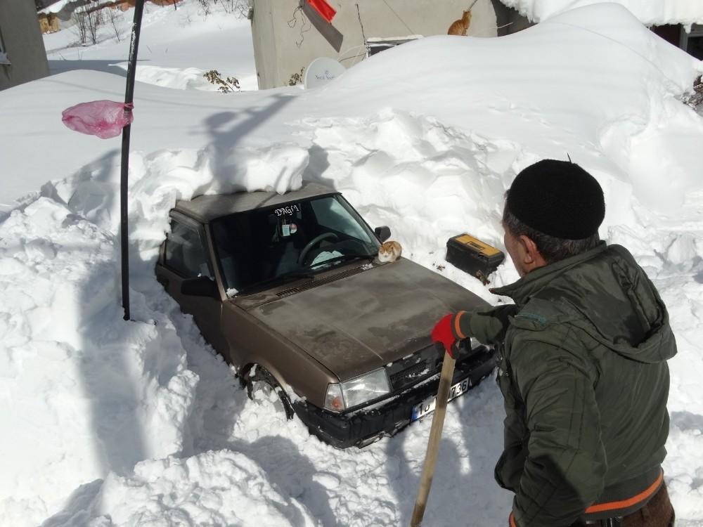 Safa köyünde kar kalınlığı 3 metreye geçti