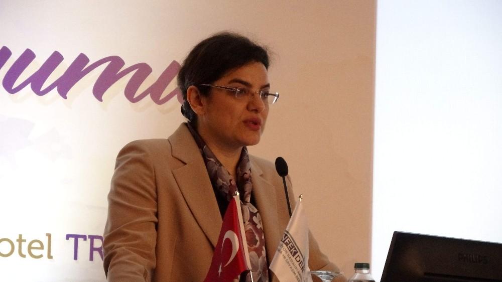 """Sağlık Bakan Yardımcısı Prof. Dr. Emine Alp Meşe: """"Yoğun bakımlar akılcı kullanılmıyor"""