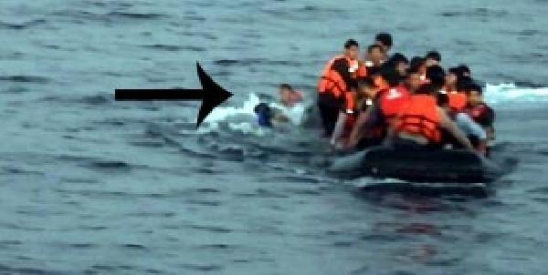 Sahil Güvenlik denizden mülteci topladı