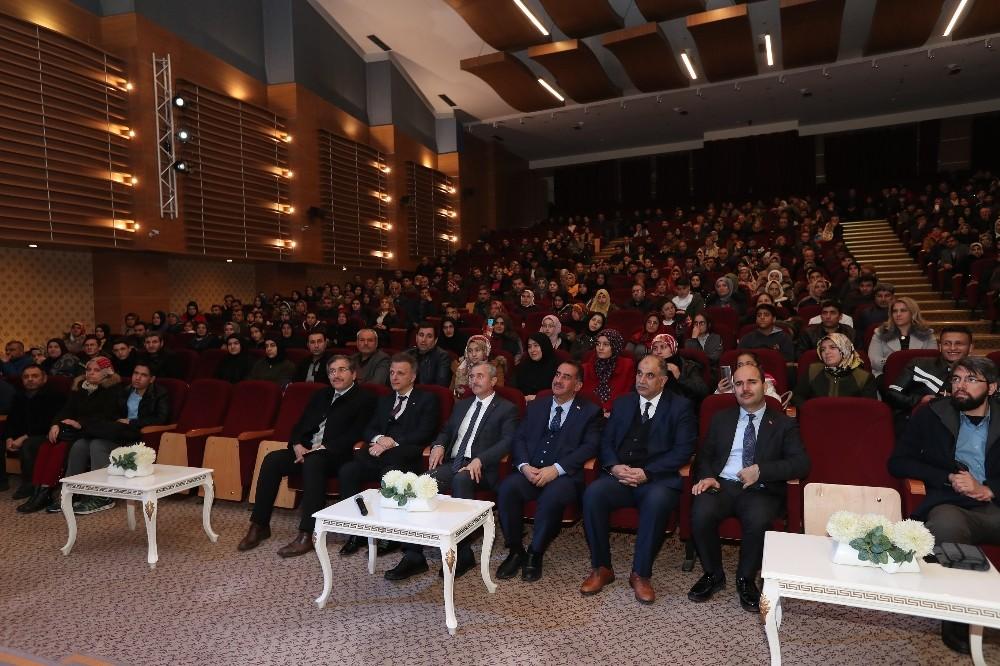 Şahinbey Belediyesi 161 öğrenciyi daha Umre'ye götürüyor