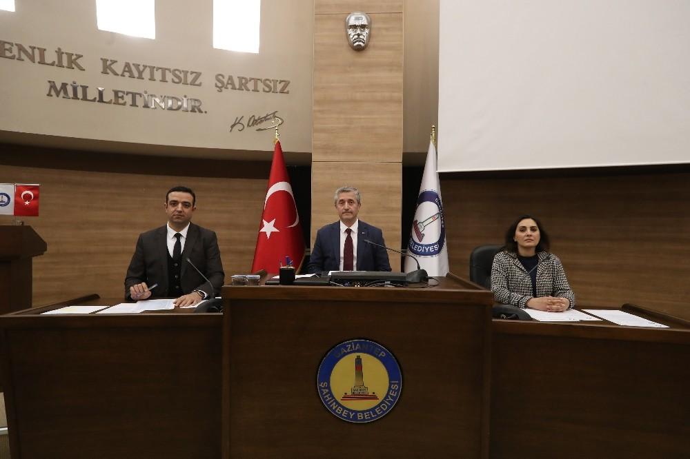 Şahinbey Belediyesi meclisinde şehitler anıldı
