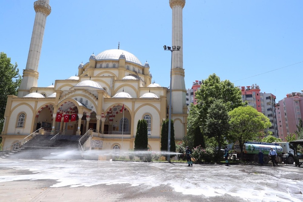 Şahinbey'de camiler ibadete hazırlanıyor