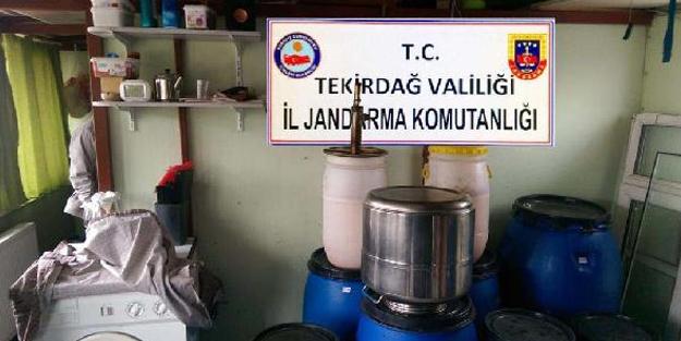 Sahte içki üretilen eve baskın! Bin 600 litre sahte rakı ele geçirildi