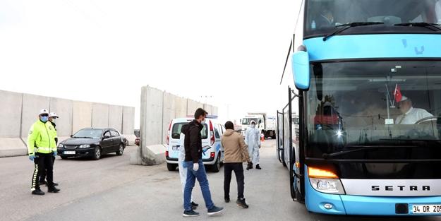 Sahte seyahat belgeleriyle Van'a girerken yakalandılar!