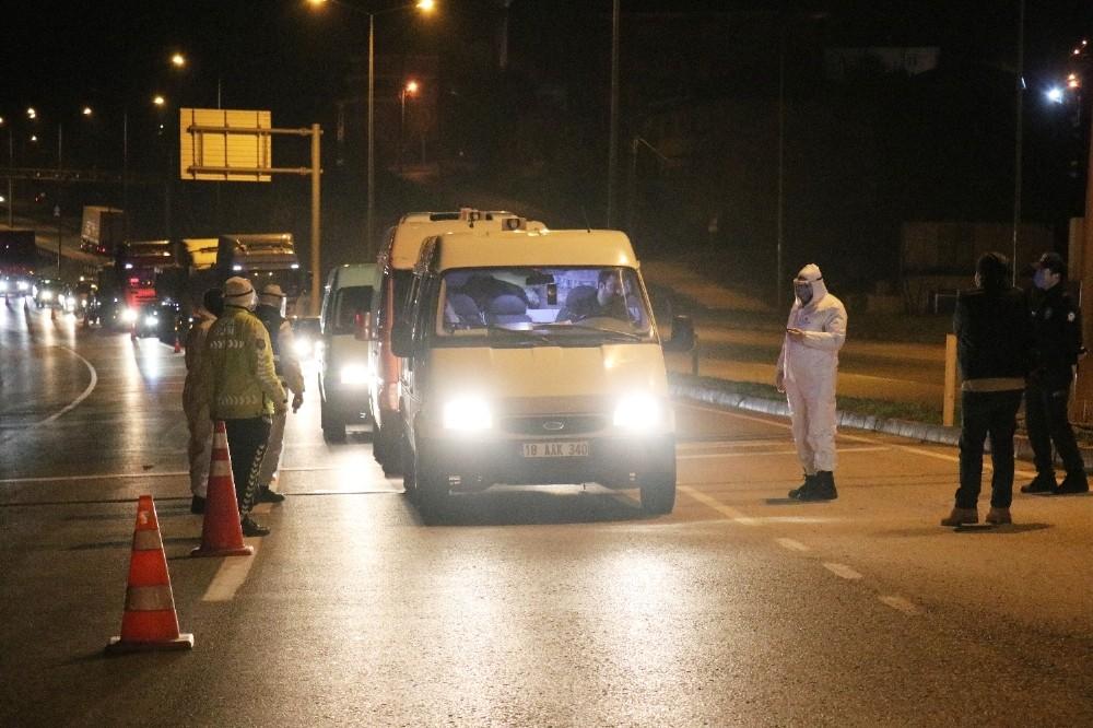 Sakarya'da şehir giriş ile çıkışları polis ve jandarma tarafından kapatıldı