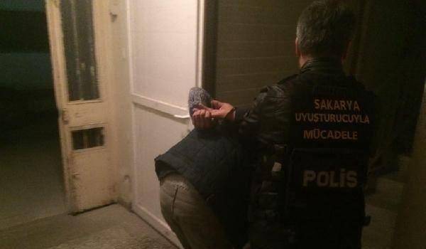 Sakarya'da uyuşturucu satıcılarına operasyon